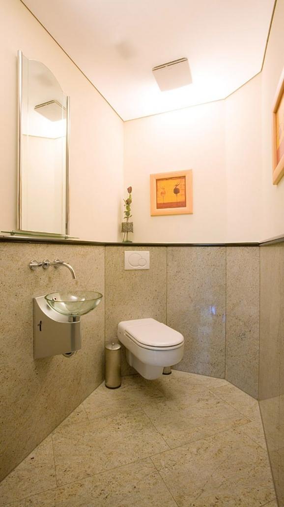 Naturstein Bad Waschbecken und WC