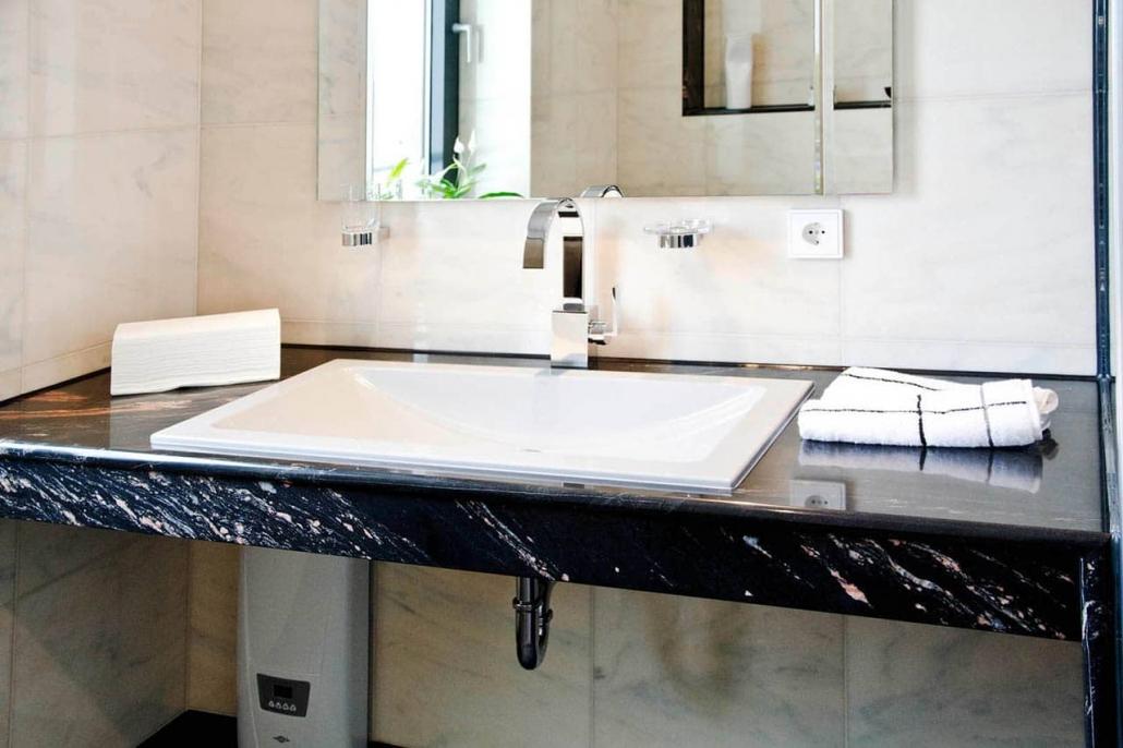 Naturstein Waschtisch im Bad