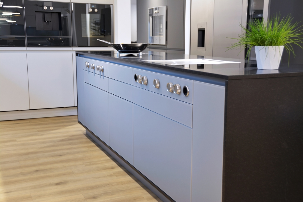Küchenarbeitsplatte und komplette Korpuseinrahmung - Nero Assoluto Z - Oberfläche matt geschliffen